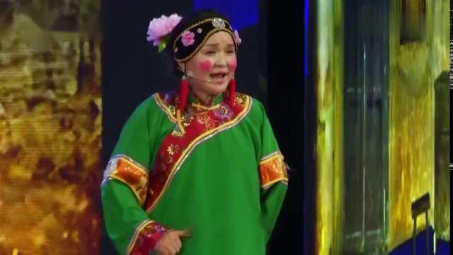 【视频】中原名丑张晓英爆笑来袭,戏曲小品《教闺女》,观众笑得直不起腰