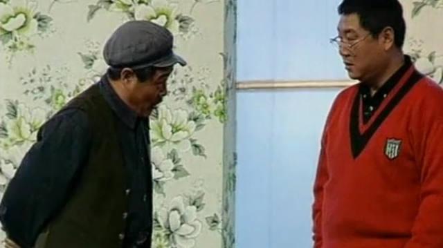 【视频】爆笑小品《年前年后》:没想到赵本山竟说范伟花钱找挨踹!